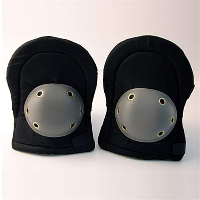 Different levels of protection for skiers knee braces
